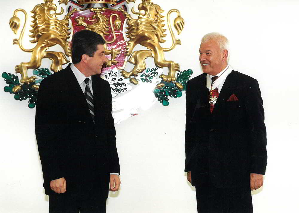 Петър Манджуков получава най-високото държавно отличия – орден Стара планина